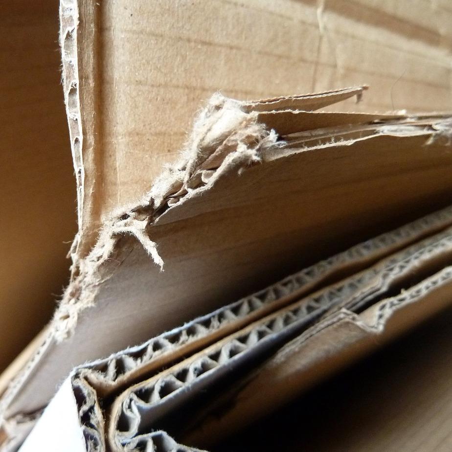 gros plan : feuilles de carton ondulé