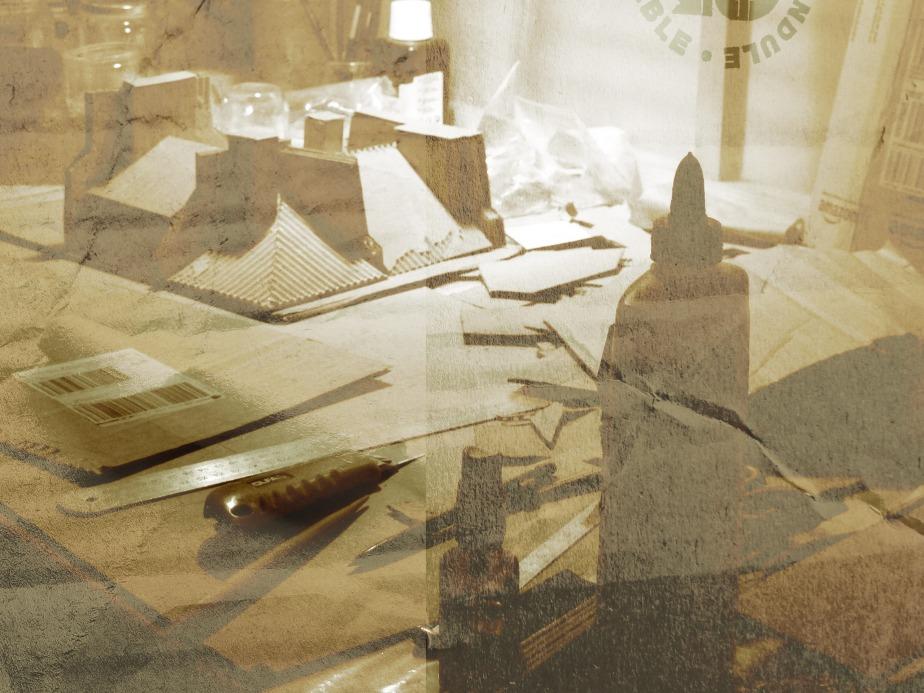 Plan de travail, toit de Paris en carton et en construction...