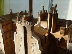 Partie droite : toits, cheminées et mitrons