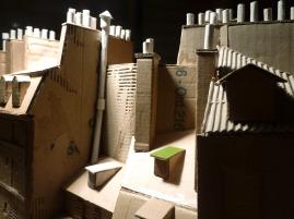 """Modèle réduit en carton : toits, cheminées et mitrons de la """"Rue Galande"""""""