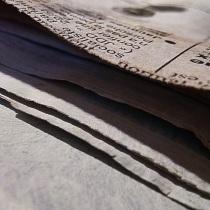 Papiers journaux encollés
