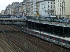 Voies de la gare Saint-Lazare depuis le square des Batignolles