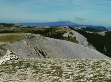 Sommet de Lure - au loin le Mont Ventoux