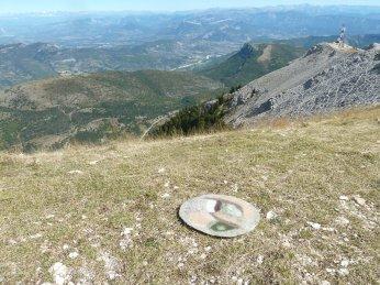 """La """"galette du randonneur"""" au sommet de Lure, un disque feutré pour préserver ses fesses du froid et de l'humidité..."""