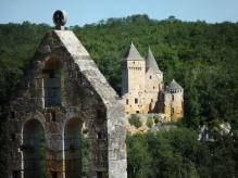 Château de Laussel vu depuis celui de Commarque